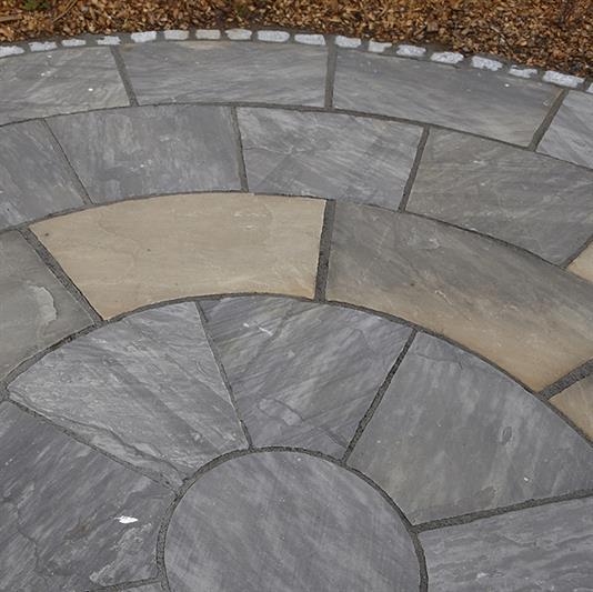 Cirkelterrasse i sandsten